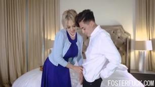 MILF Foster MOM Fucks Son For Some Sperm- Dee Williams
