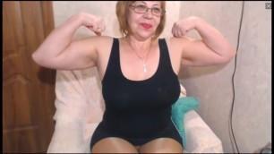 Russain MILF flexes her biceps on cam